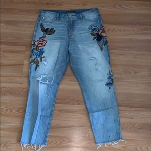 FLORAL DISTRESSED MOM JEANS